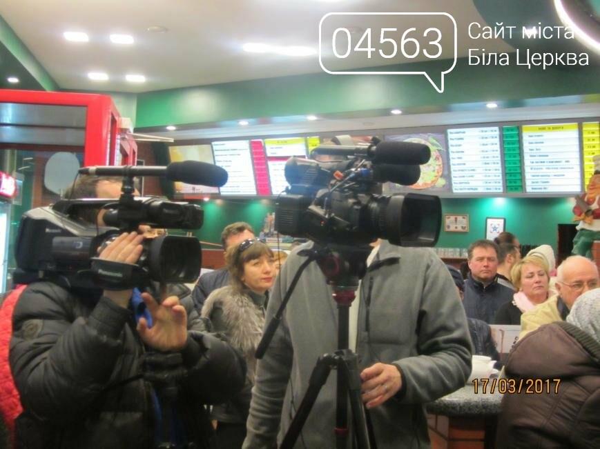 Геннадій Дикий пригощав присутніх кавою та чаєм в кафе «Піца Челентано», фото-6