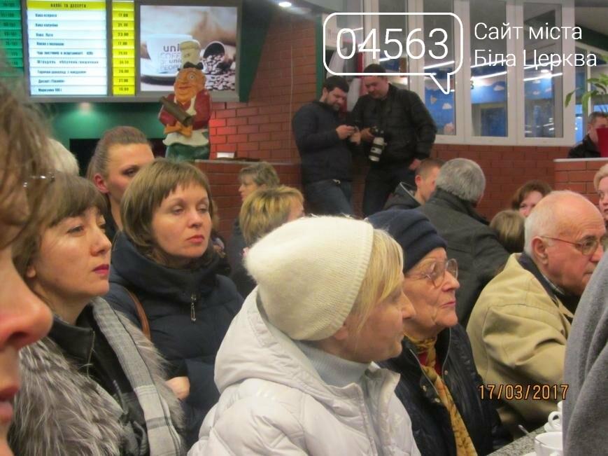 Геннадій Дикий пригощав присутніх кавою та чаєм в кафе «Піца Челентано», фото-8