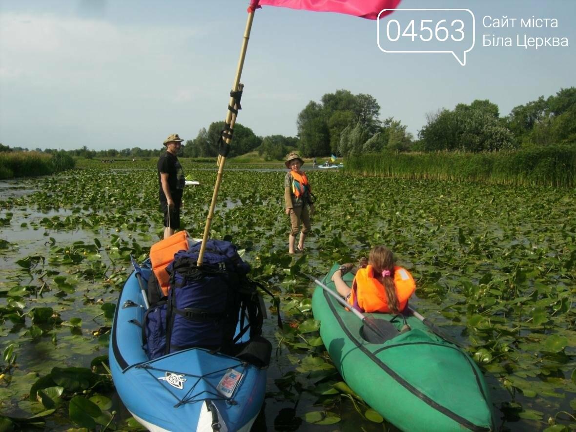 Юні білоцерківці під українськими прапорами пройшли 45 км по річці Рось