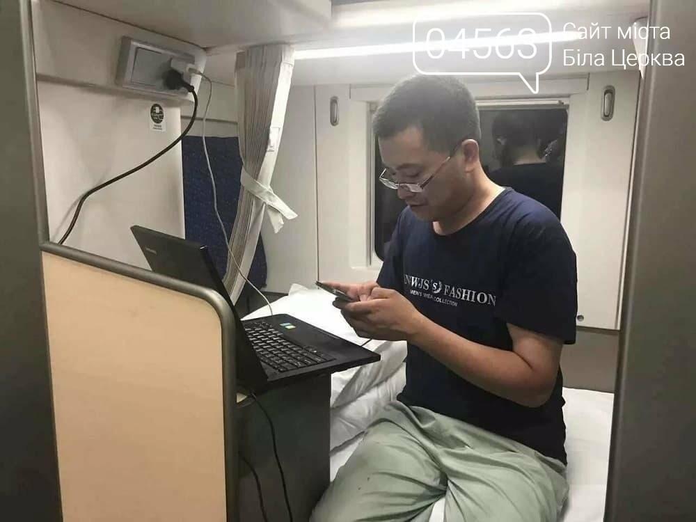 Швидкісний поїзд з дворівневими вагонами