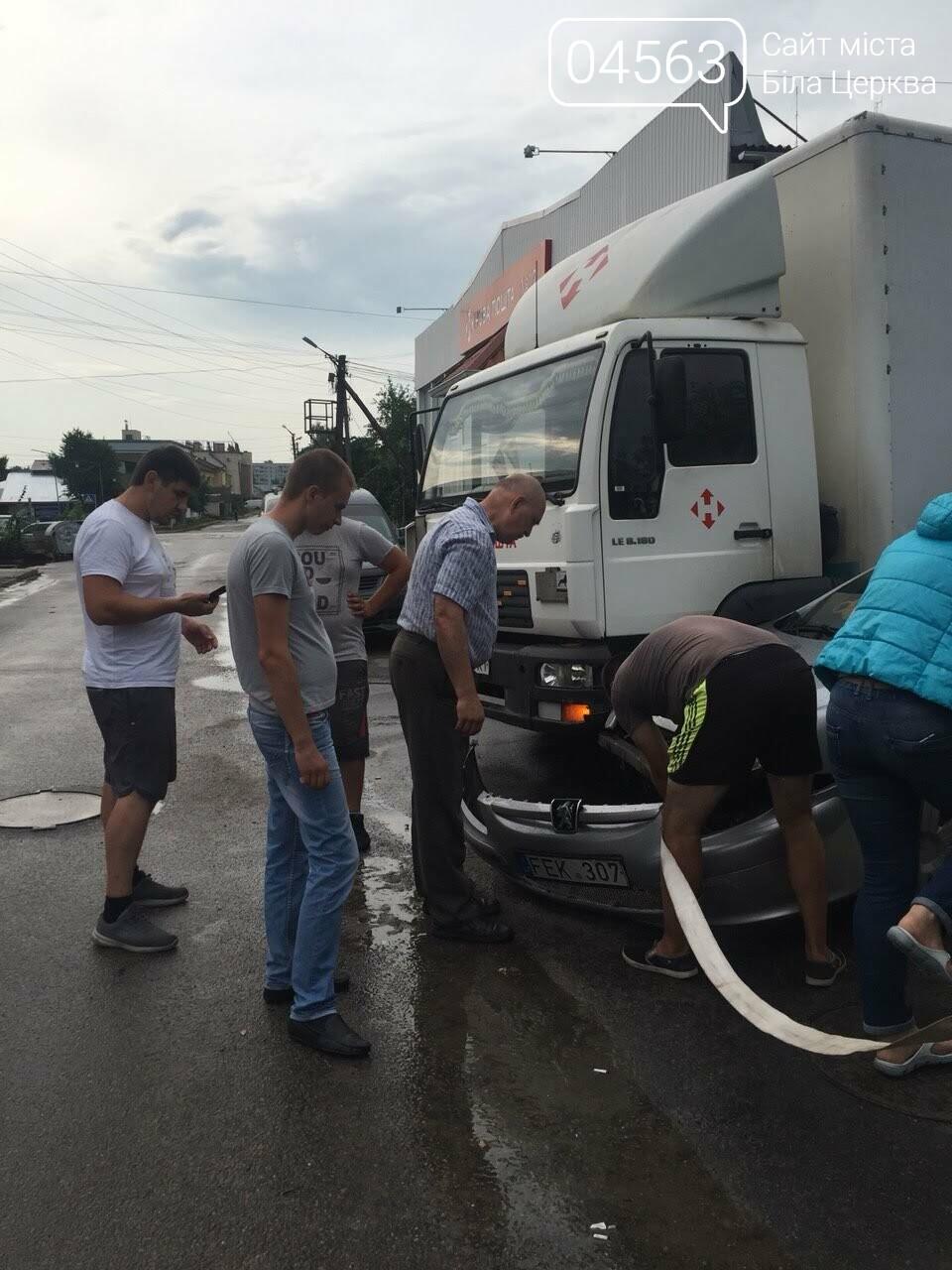 """У Білій Церкві водій вантажівки """"Нової пошти"""" спровокував ДТП"""