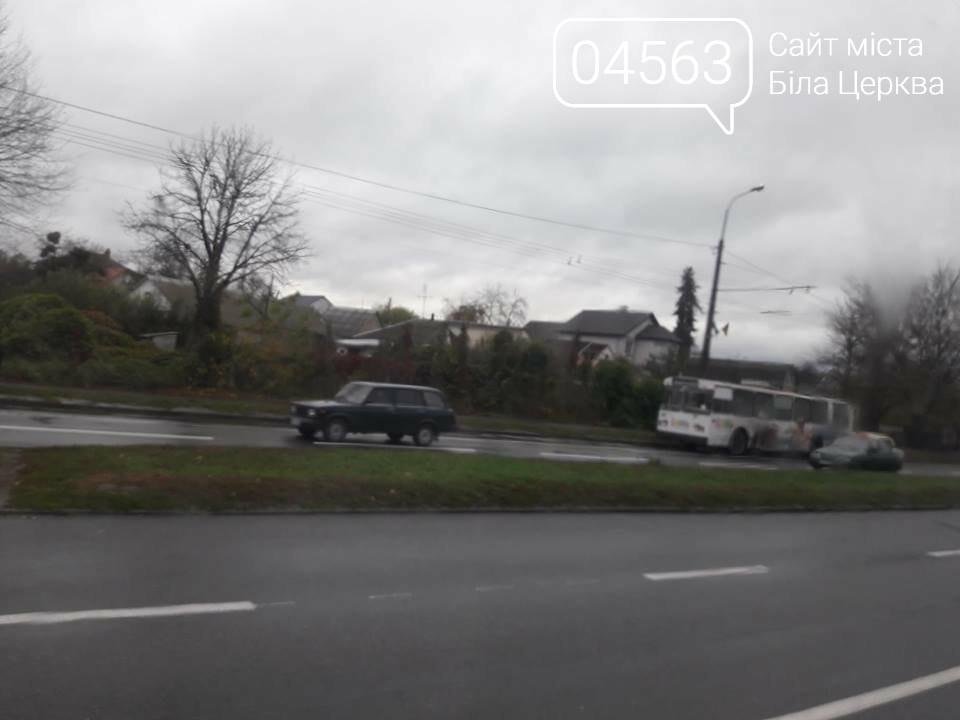 Через обірвані проводи у Білій Церкві вже 2 години стоять тролейбуси, фото-3