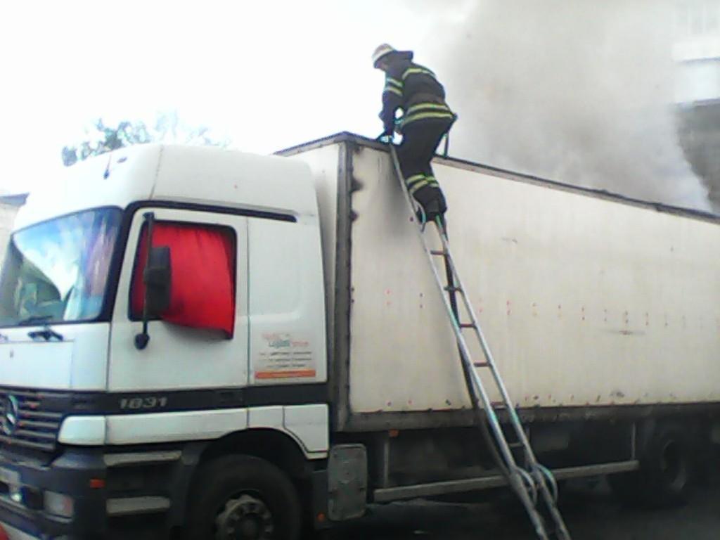 У Білій Церкві сталося загорання вантажівки, стався розлив невідомої хімічної речовини