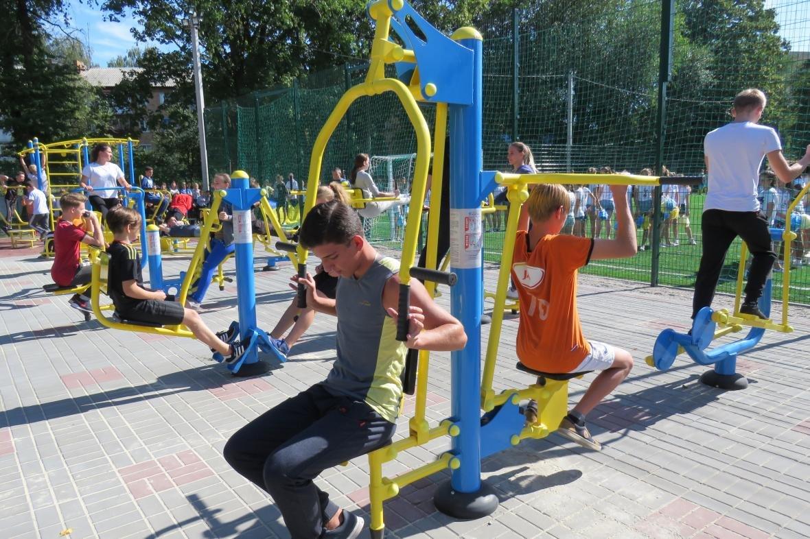 Учні школи №5 будуть тренуватися на новому спортивному майданчику