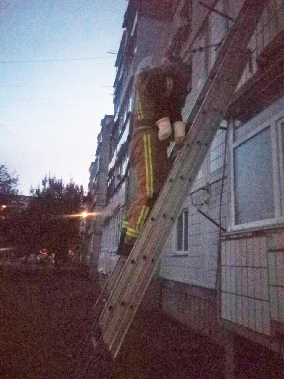 Білоцерківщина: під час пожежі у квартирі вогнеборці врятували 6-ти місячне немовля
