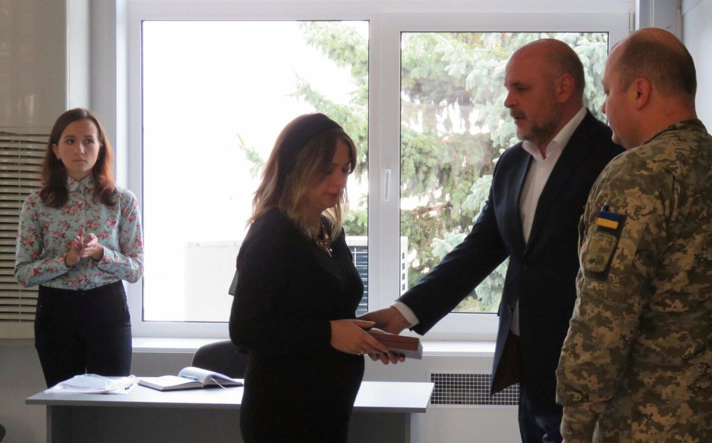 Дружині загиблого в зоні АТО бійця передали Орден Богдана Хмельницкого ІІ ступеня
