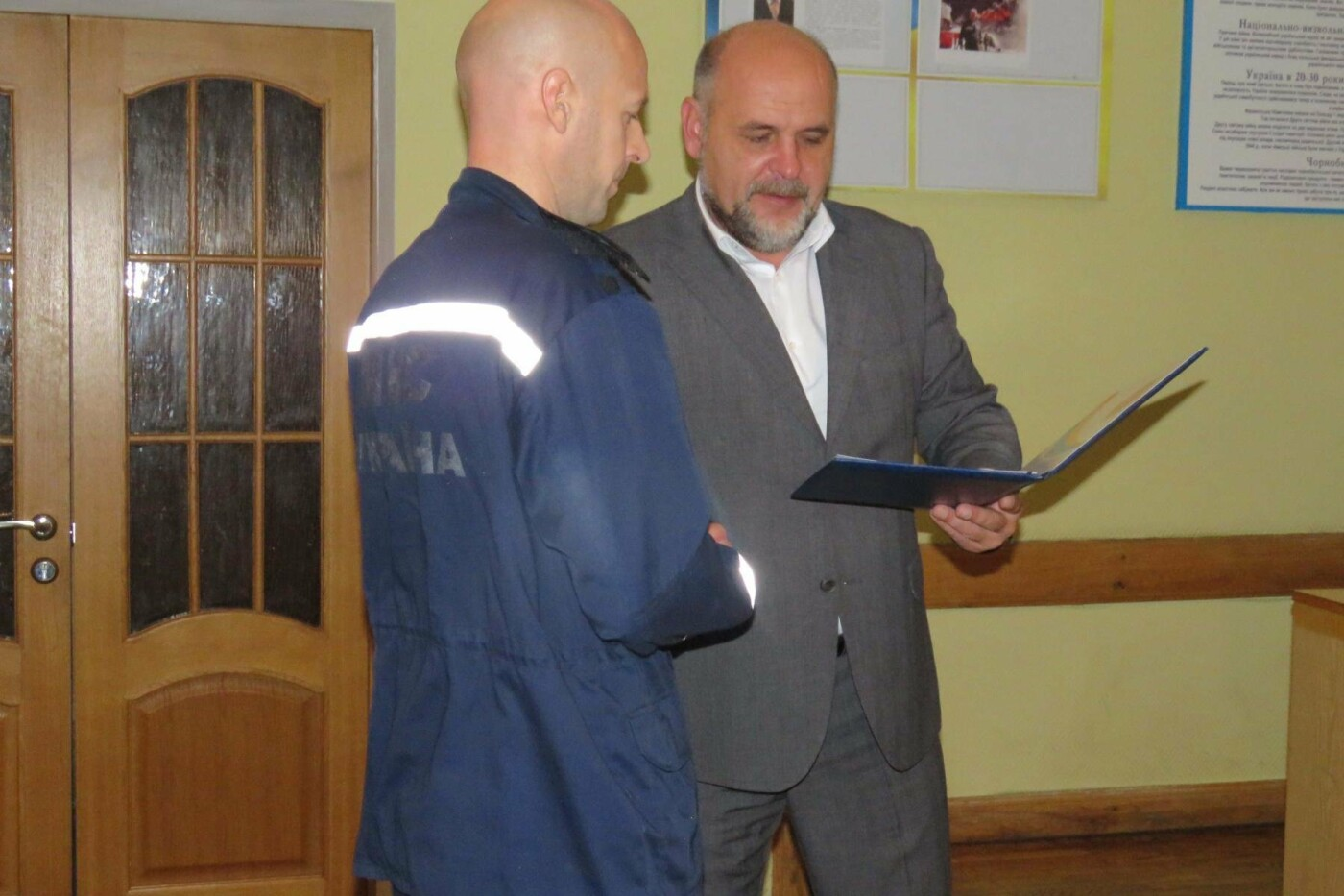 """Міська рада нагородила грамотами рятувальників, які ліквідували пожежу на """"Біофармі"""""""