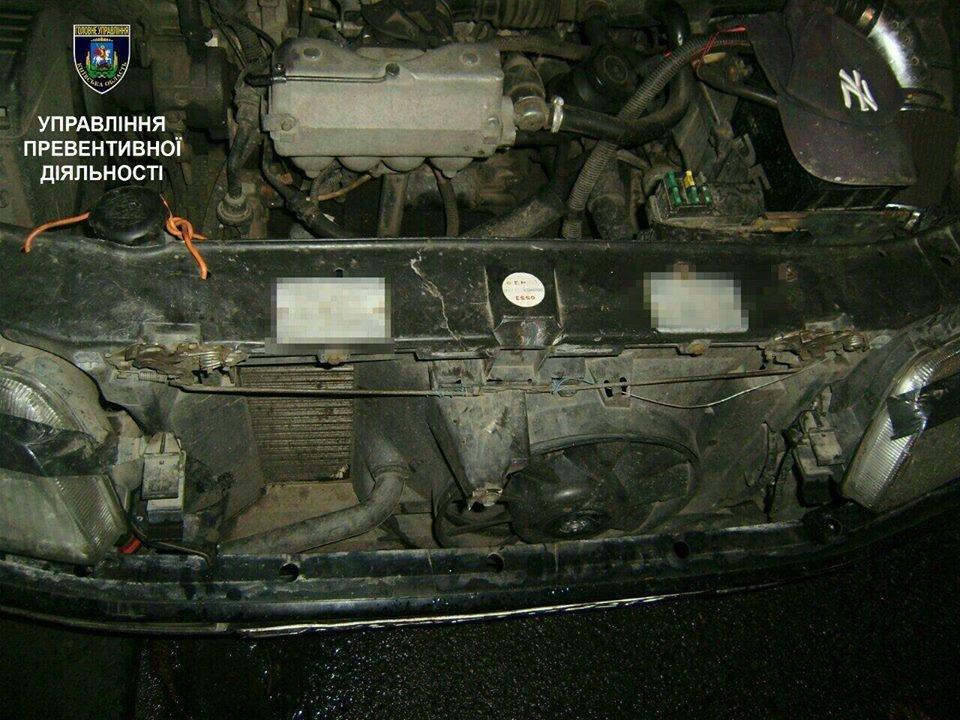 У Білій Церкві патрульні виявили автомобіль з пошкодженими номерами агрегатів