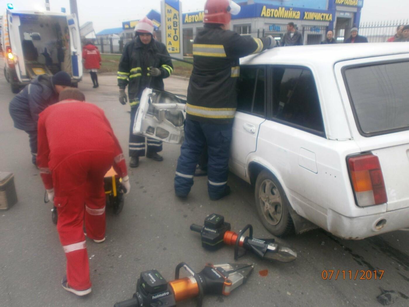 У Білій Церкві по вул. Леваневського сталася ДТП: рятувальники деблокували водія з автомобіля