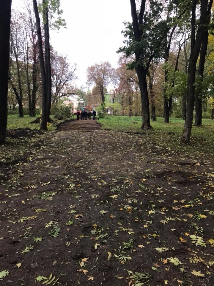 """У Білій Церкві в дендропарку """"Олександрія"""" відновлюють парадний в'їзд у літній палац Браницьких"""