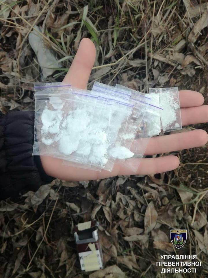 У Білій Церкві по вулиці Глиняна затримали 26-річного чоловіка з наркотиками