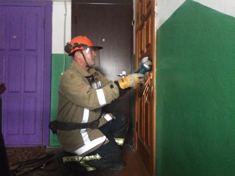 У Білій Церкві рятувальники деблокували двері квартири для порятунку жінки, фото-1