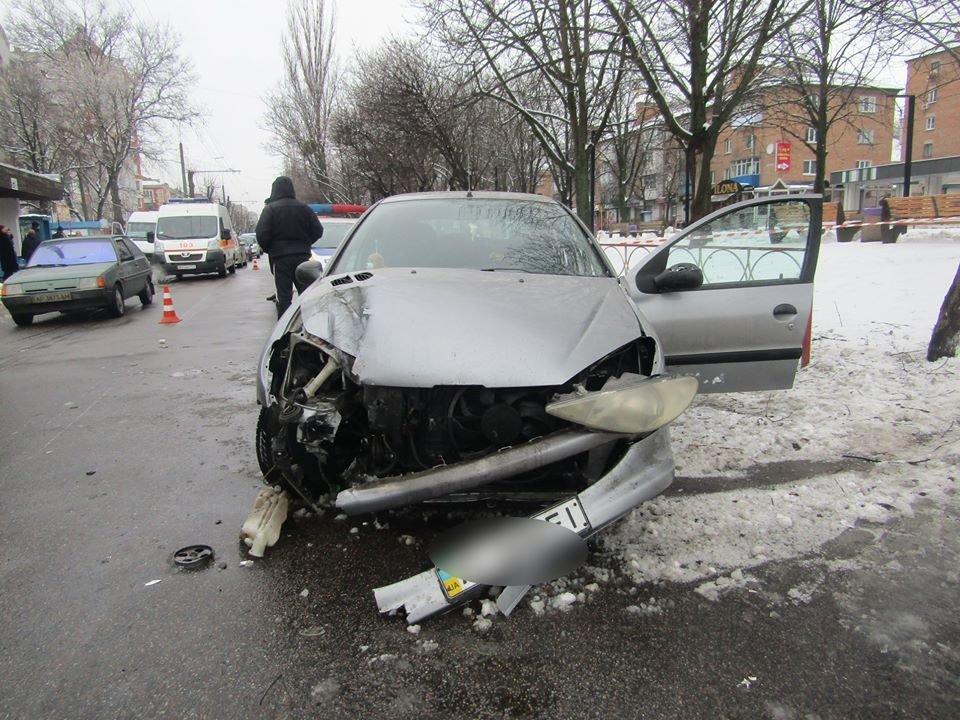 ДТП на Вокзальній: 18-річна дівчина, яка керувала чужим авто навіть не мала посвідчення водія