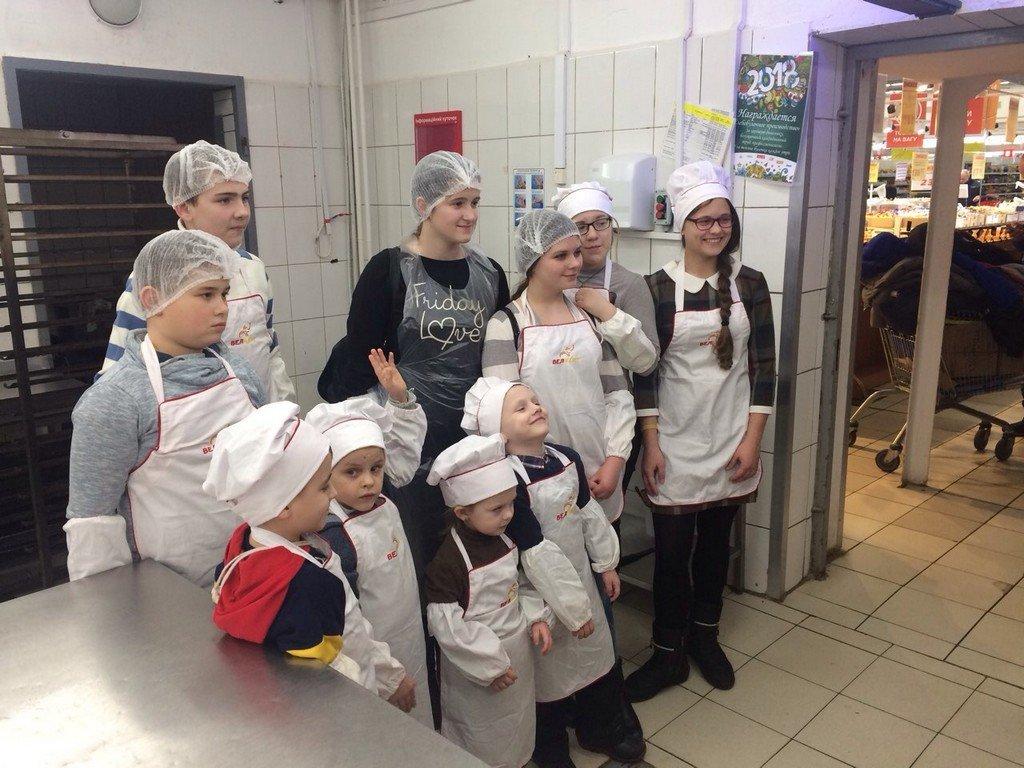 """У Білій Церкві для дітей зі складною долею провели майстер-клас """"Маленькі пекарі"""""""