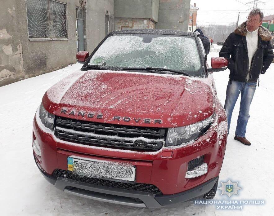 Білоцерківські поліцейські затримали чоловіка, який продавав викрадений автомобіль «Range Rover Evoque», фото-1