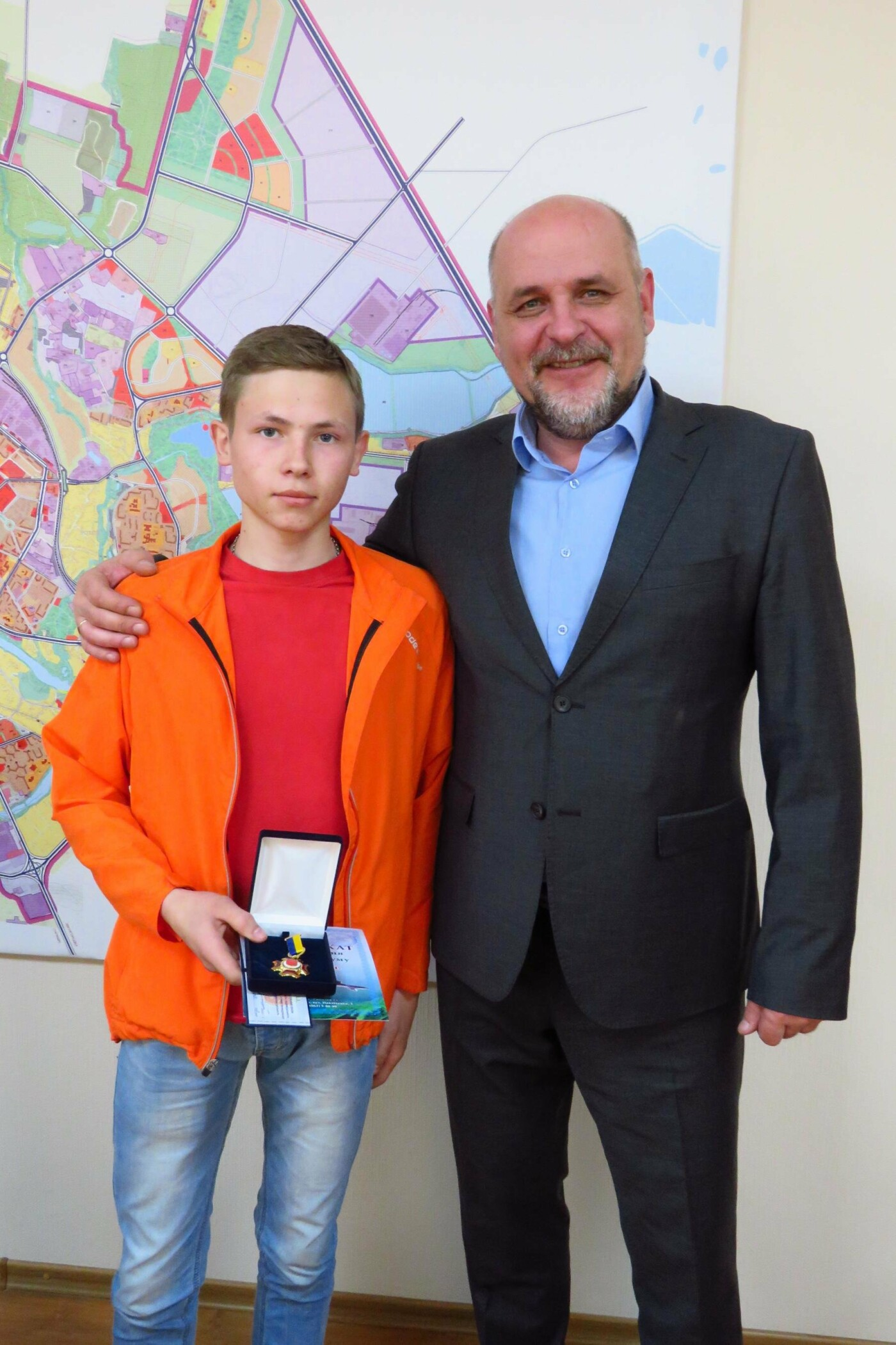 Юного героя Іллю Махаринця, який врятував двох дітей з-під криги, нагородили відзнакою міського голови