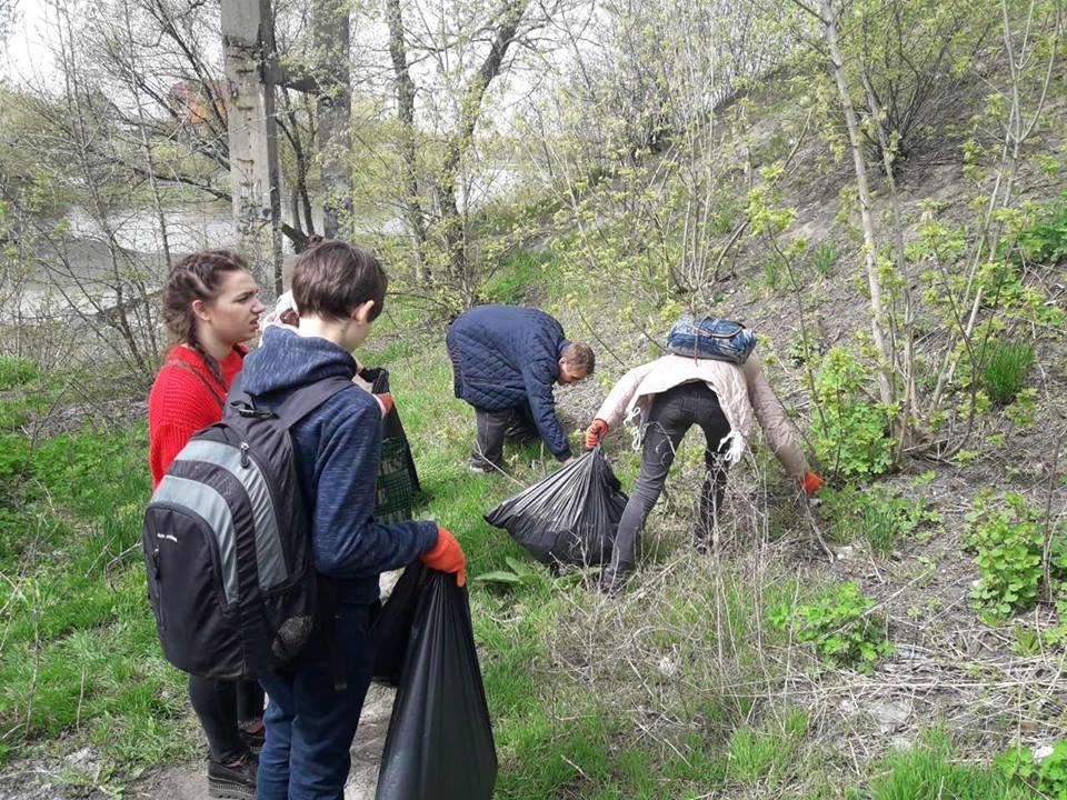 Понад 400 студентів білоцерківських вузів взяли участь у прибиранні берегу річки Рось, фото-4