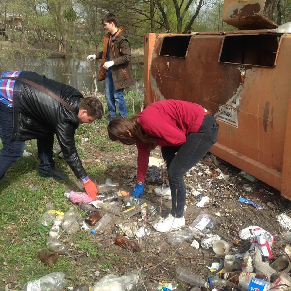 Понад 400 студентів білоцерківських вузів взяли участь у прибиранні берегу річки Рось, фото-2