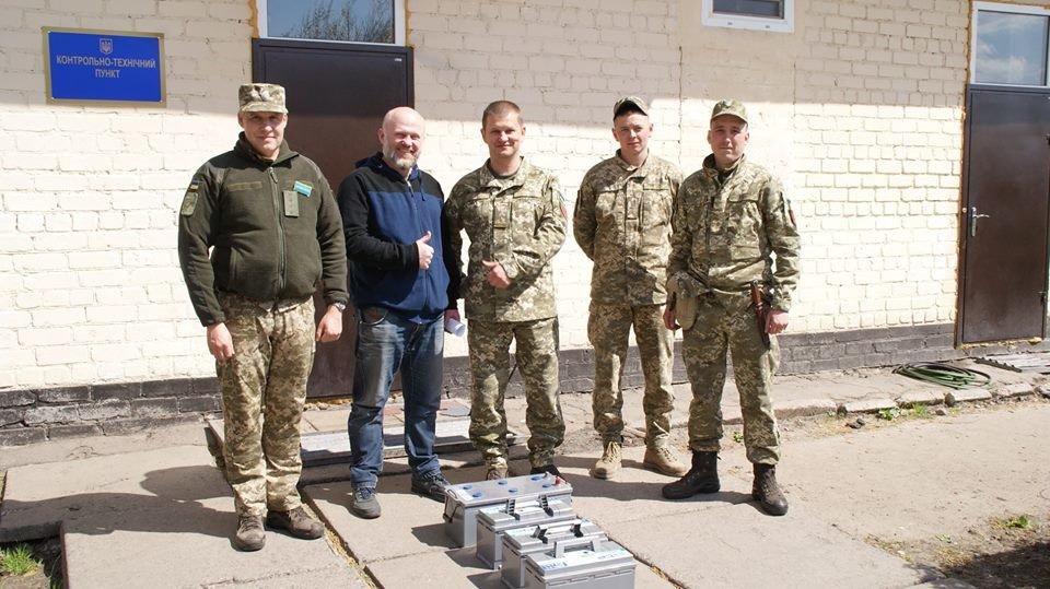 Допомога армії: Білоцерківський вантажний авіаційний комплекс передав у зону АТО акумуляторні батареї