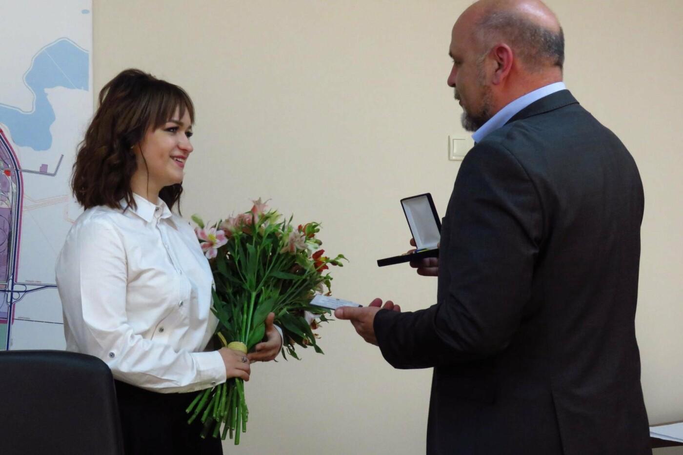 """Мер Білої Церкви привітав переможницю """"Голосу країни-8"""" Олену Луценко"""