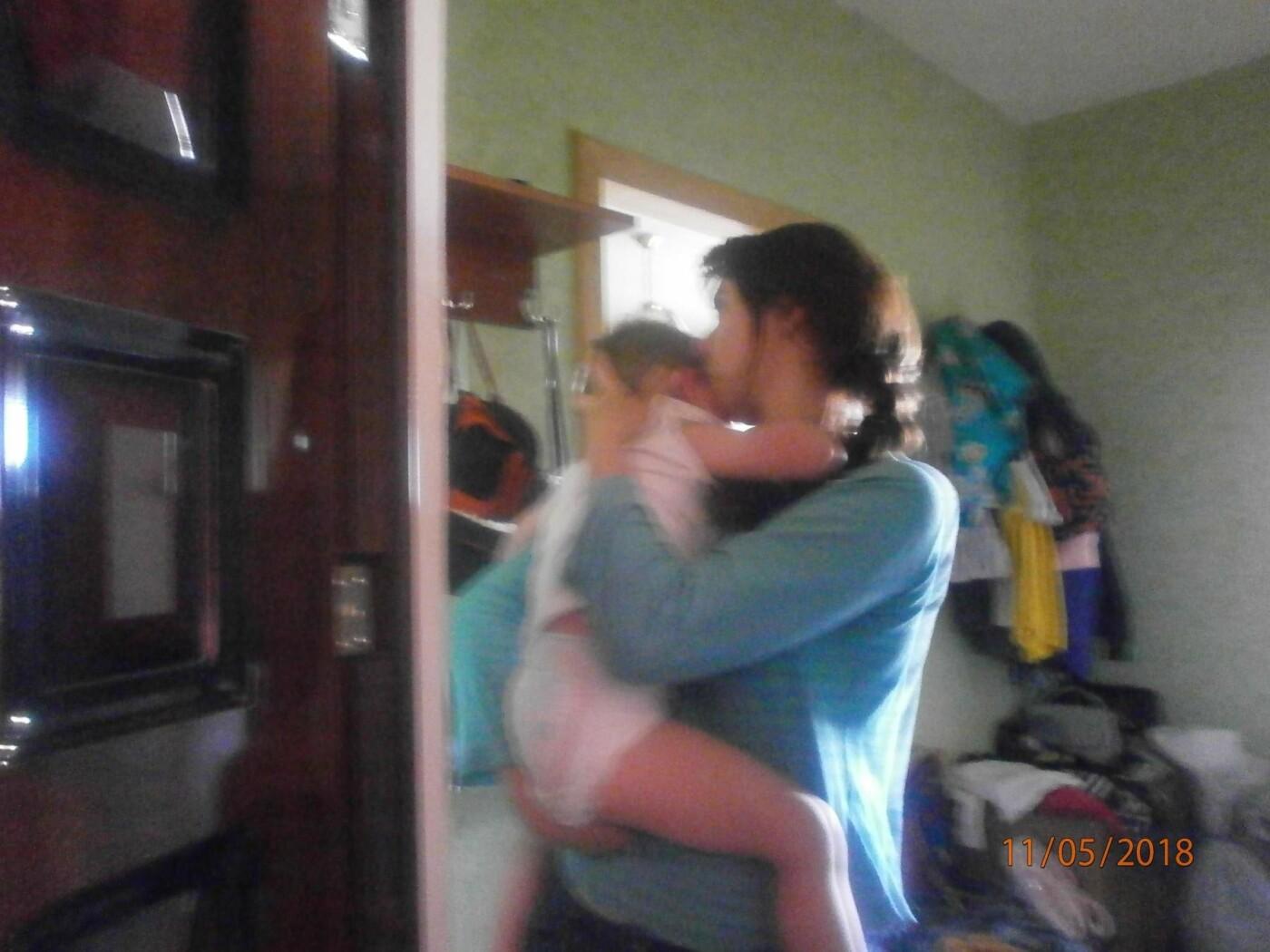 Білоцерківські рятувальники екстрено відчинили двері квартири в якій перебувала дворічна дитина