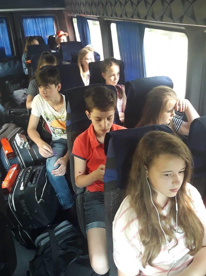 """64 юних білоцерківця вирушили на відпочинок у """"Зоряний"""" дитячий табір"""