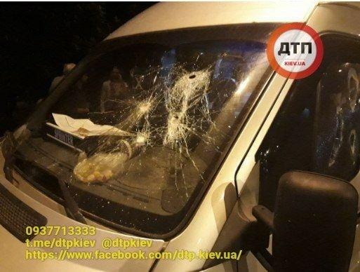 У Києві невідомі особи на Audi розстріляли пасажирський автобус Київ-Біла Церква, фото-1