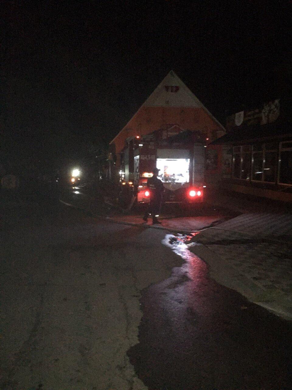 У Білій Церкві горіли склади - 3 людини евакуйовані, фото-1