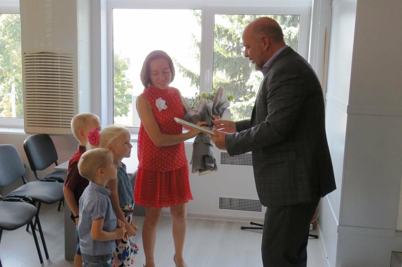 Міська рада надала житловий кредит сім'ї молодих науковців у Білій Церкві , фото-1