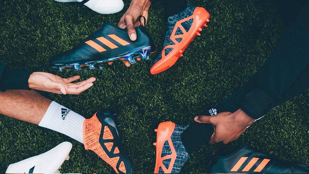 Футбольні бутси – обов'язкова деталь професійної спортивної екіпіровки, фото-1