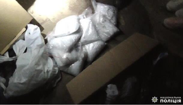 На Білоцерківщині у 31-річного чоловіка вилучили арсенал зброї і наркотики, фото-2