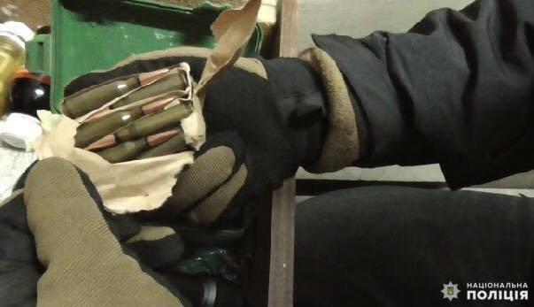 На Білоцерківщині у 31-річного чоловіка вилучили арсенал зброї і наркотики, фото-1
