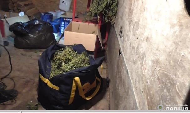На Білоцерківщині у 31-річного чоловіка вилучили арсенал зброї і наркотики, фото-4
