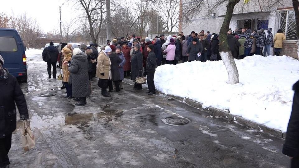 Пенсіонерів Білої Церкви звозили на автобусах на обговорення тарифів на опалення , фото-1