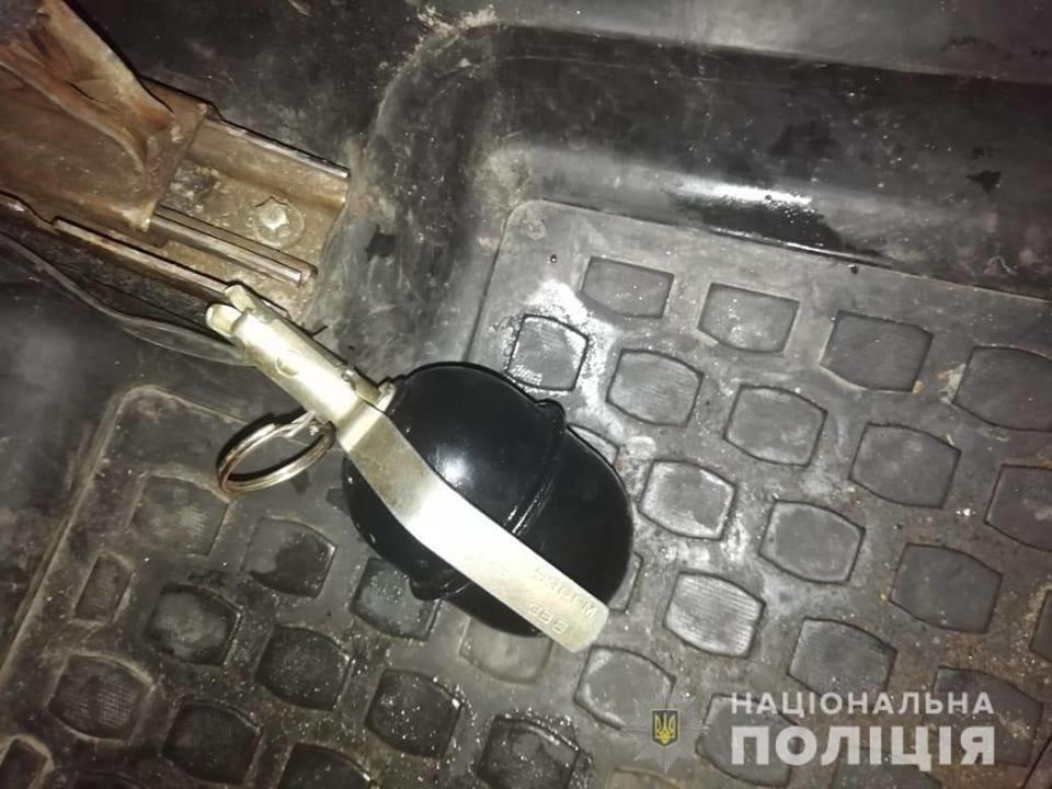 У Білій Церкві чоловік кинув гранату в салон таксі, аби кохана не їхала від нього  , фото-1