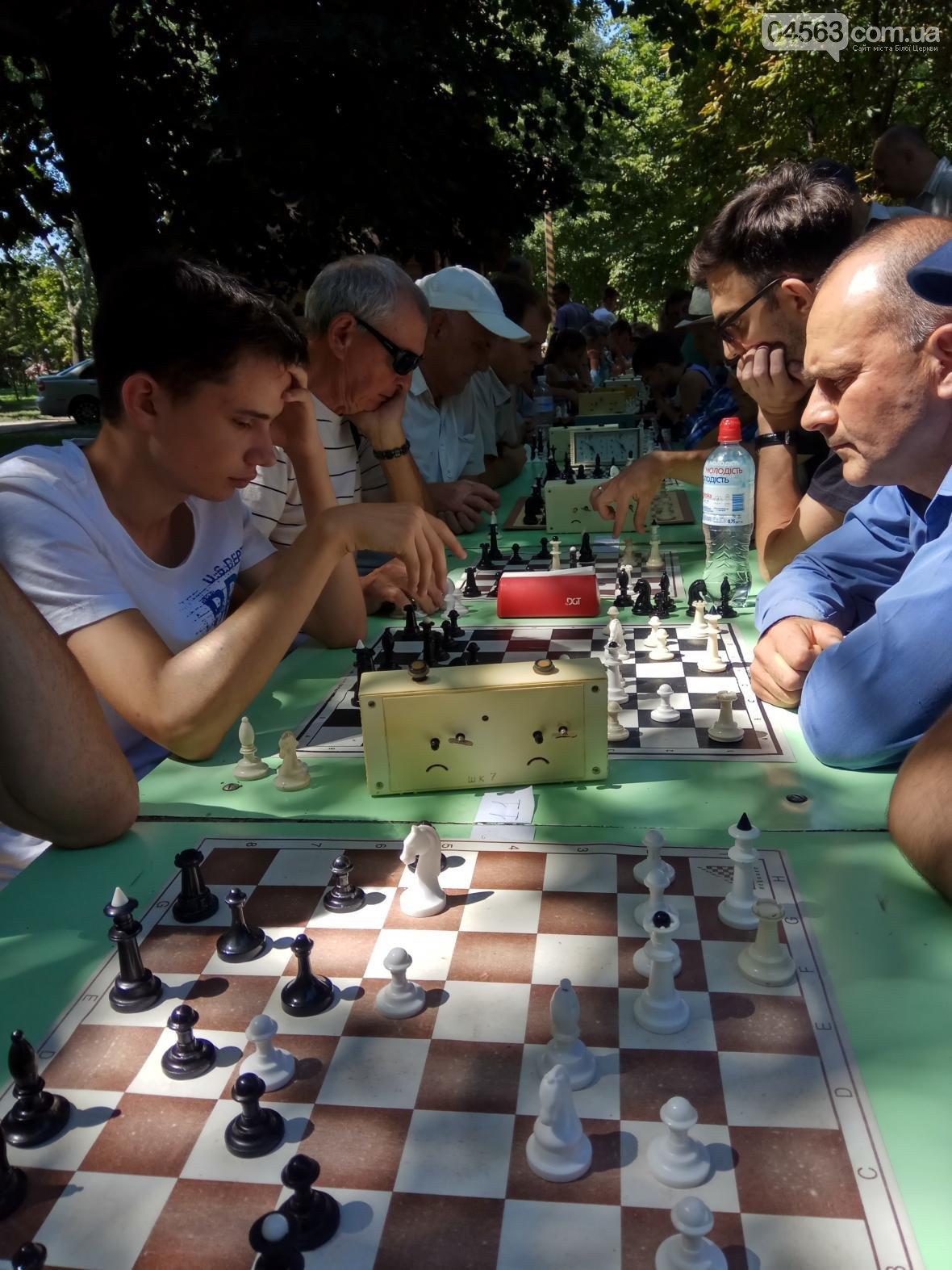 Білоцерківські шахісти вимагають встановити у парку ім. Шевченка шахові столи, фото-1