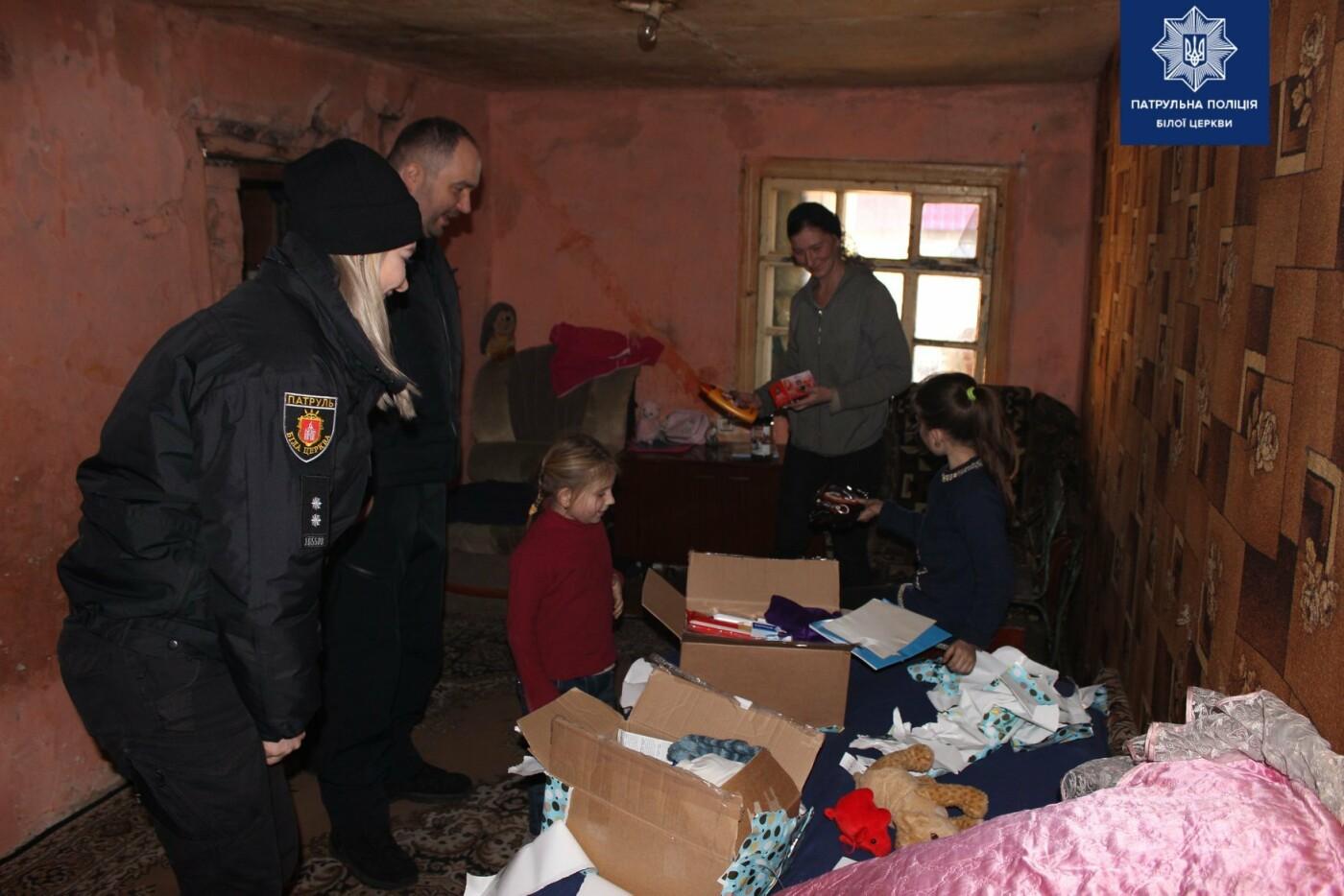 Білоцерківські патрульні та патрульний капелан привітали діток зі святами, фото-12