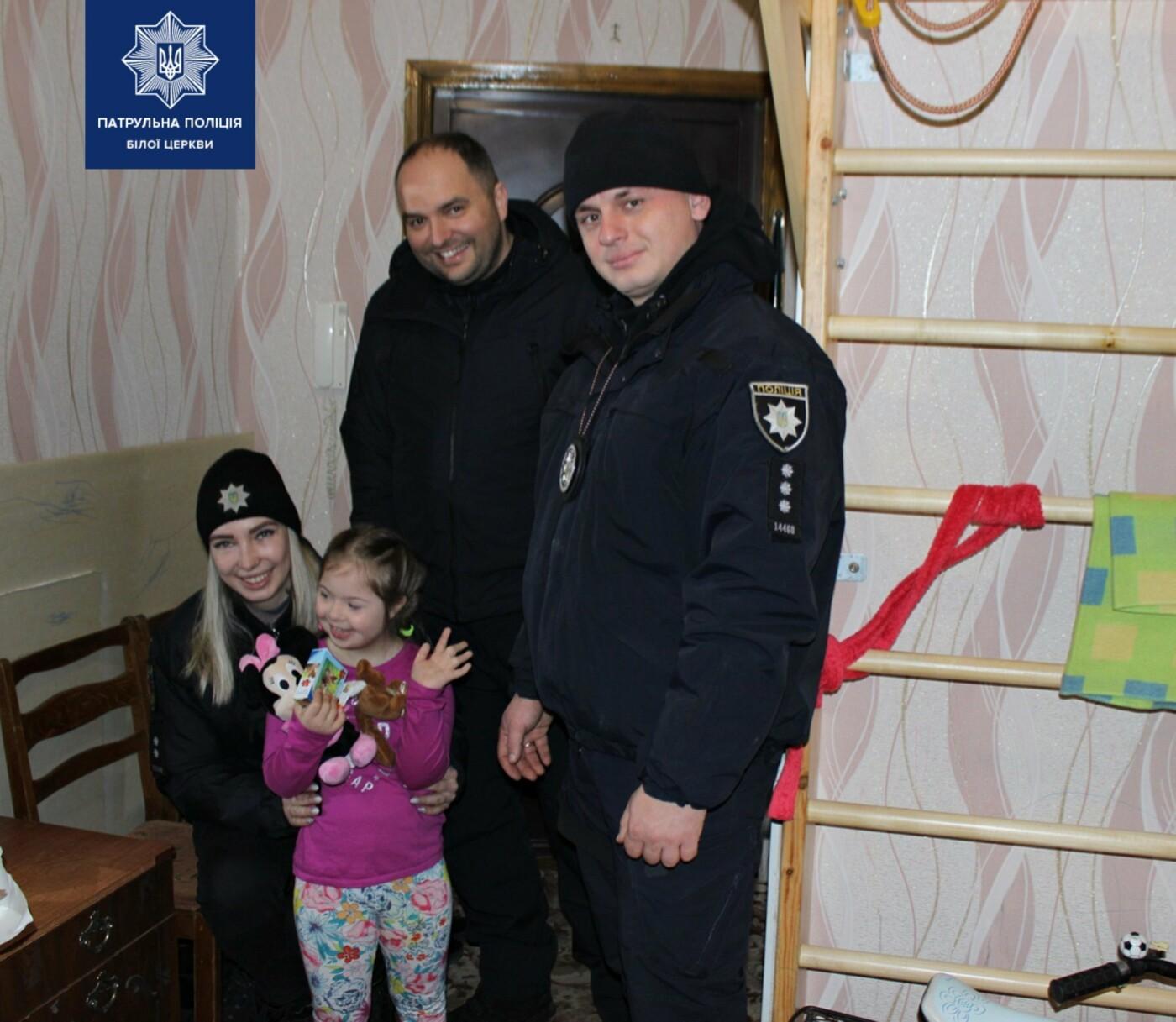 Білоцерківські патрульні та патрульний капелан привітали діток зі святами, фото-10