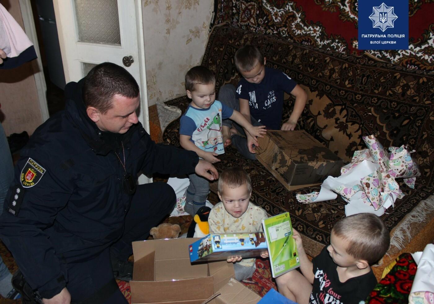 Білоцерківські патрульні та патрульний капелан привітали діток зі святами, фото-9
