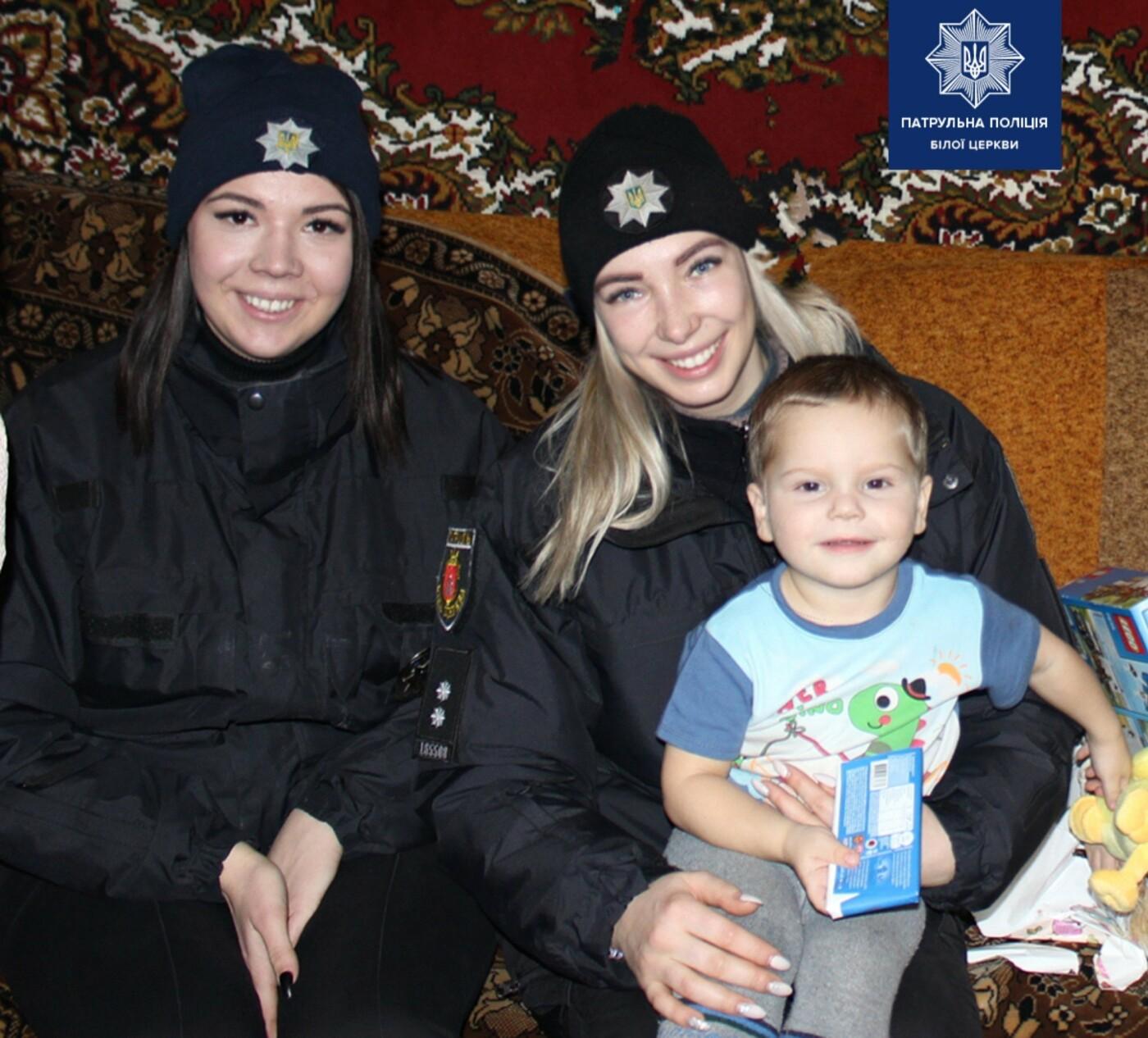 Білоцерківські патрульні та патрульний капелан привітали діток зі святами, фото-3