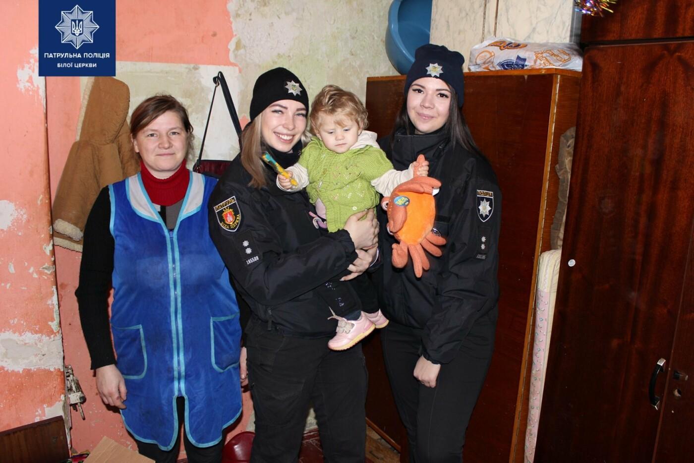 Білоцерківські патрульні та патрульний капелан привітали діток зі святами, фото-1