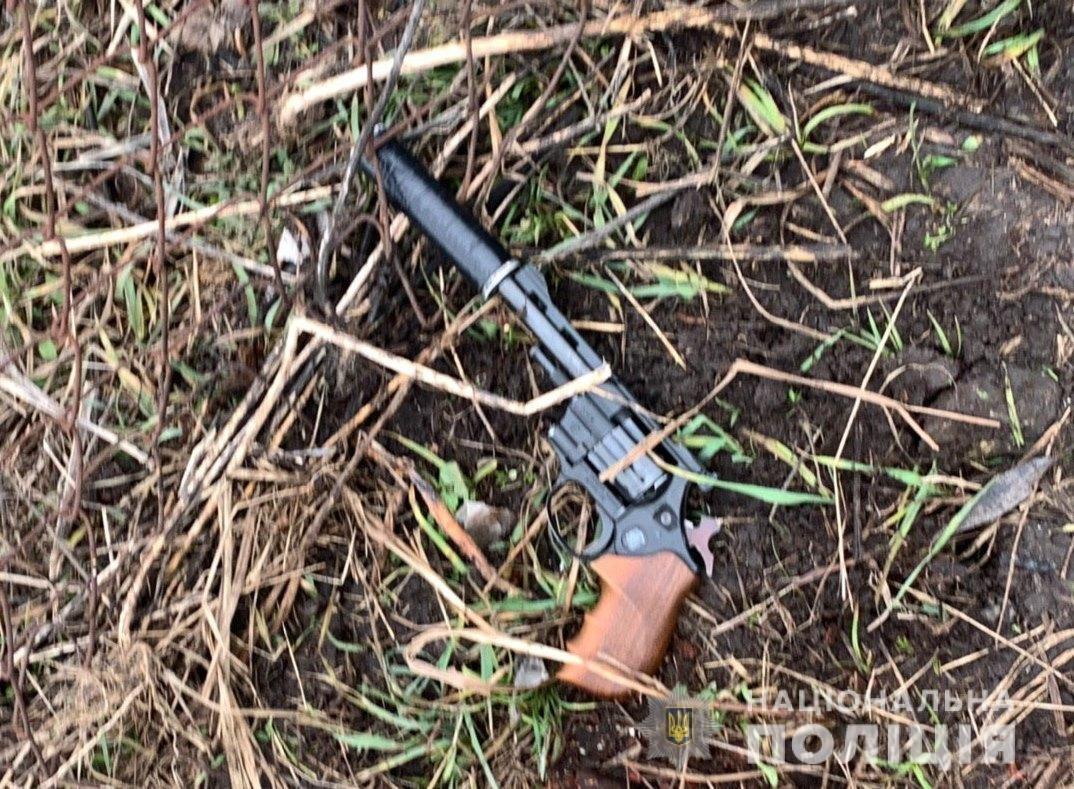 Білоцерківські патрульні затримали чоловіка який погрожував зброєю, фото-1