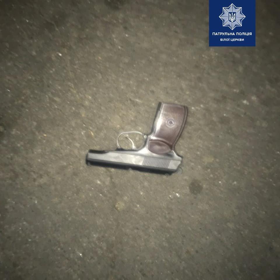«Буянили та пострілювали». Білоцерківські патрульні виявили особу з вогнепальною зброєю , фото-2