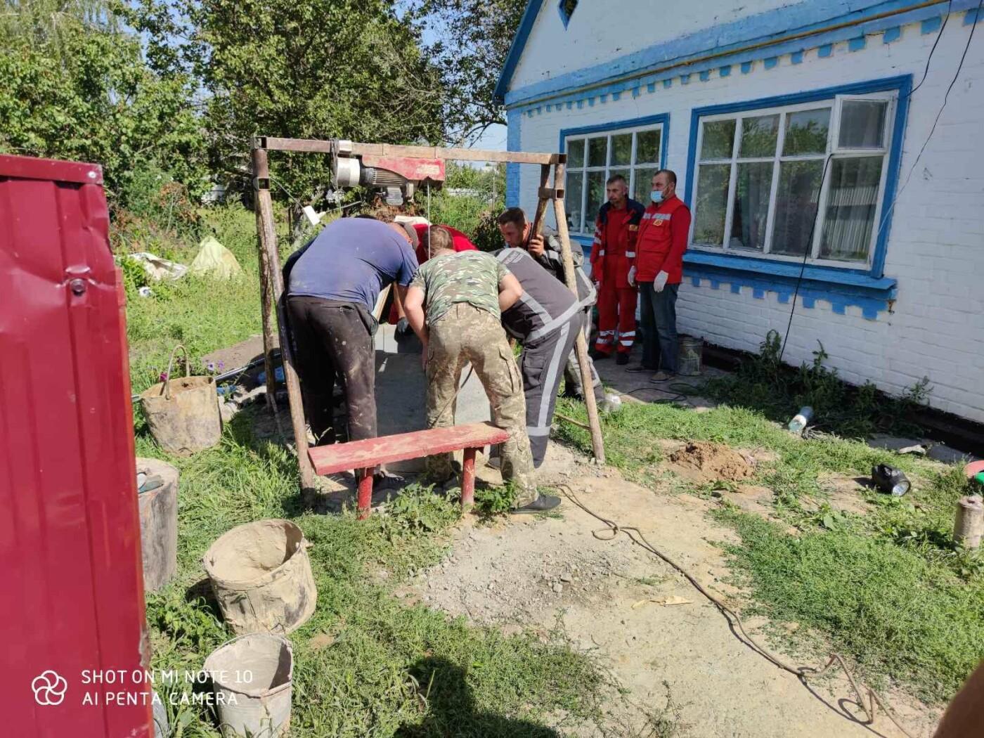На Київщині рятувальники дістали із колодязя тіло загиблого чоловіка, фото-1